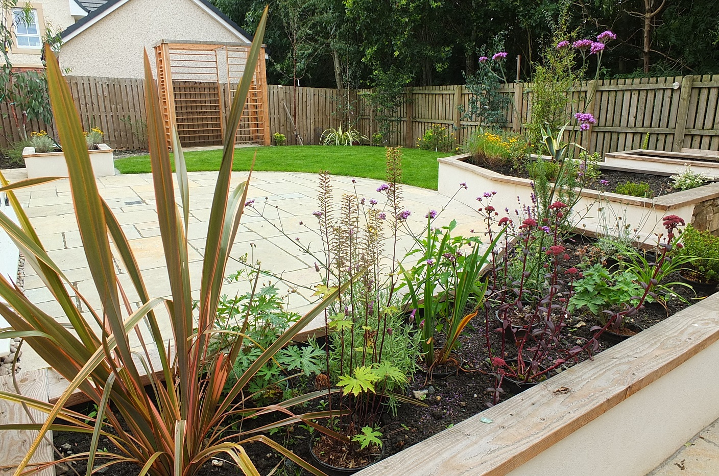 Contemporary garden design Kirkliston