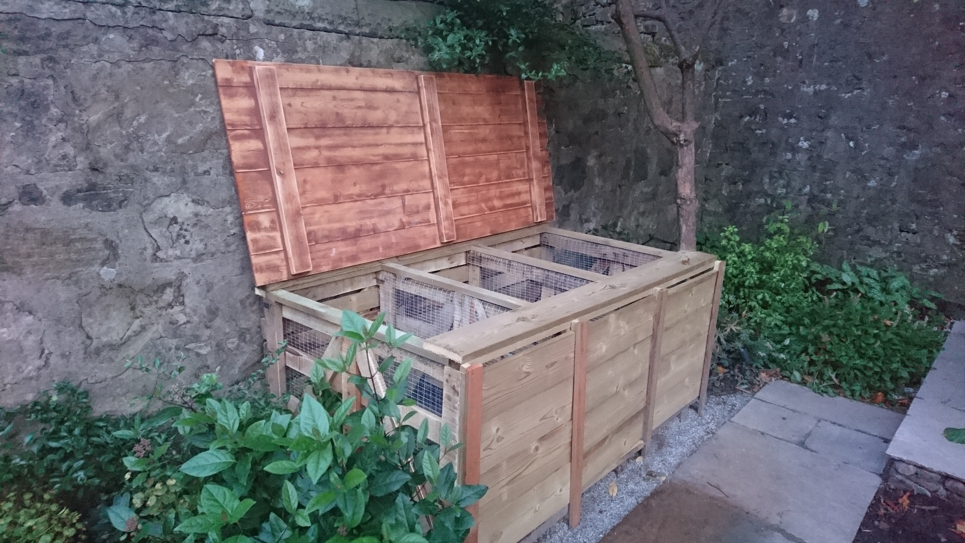 compost bins upscaled pallets